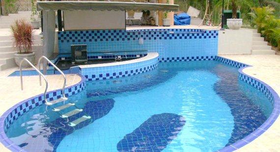 Limpeza de Piscina / Dicas de como limpar sua piscina