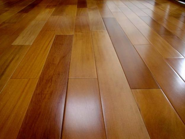 Serviços Domésticos / Como limpar os tacos de madeira corretamente