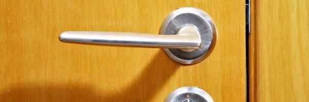 Marido de Aluguel / Troque você mesmo a fechadura da sua casa