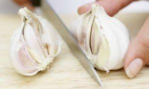 Cozinheira / 9 formas de tirar cheiro de alho das mãos