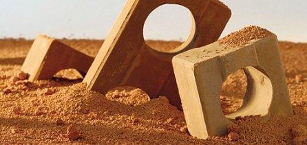 Pedreiro / Conheça as vantagens do tijolo ecológico