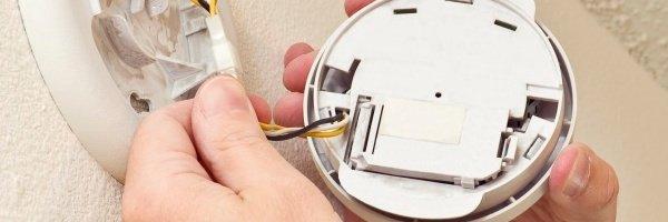 Marido de Aluguel / Como instalar detector de fumaça?