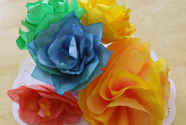 Artes e Artesanatos / Flores coloridas utilizando filtro de café