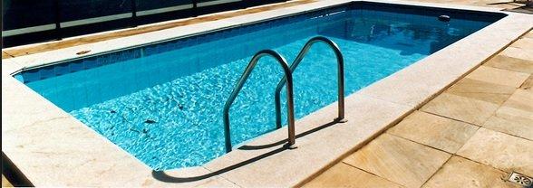 Piscina / Melhores materiais para fazer a borda da piscina