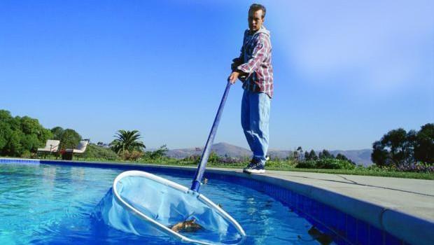 Limpeza de Piscina / Dicas para cuidar da piscina no inverno